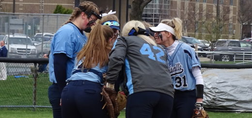 Louisville Leopards Softball 2018 Huddle in Circle Vs. Hoover
