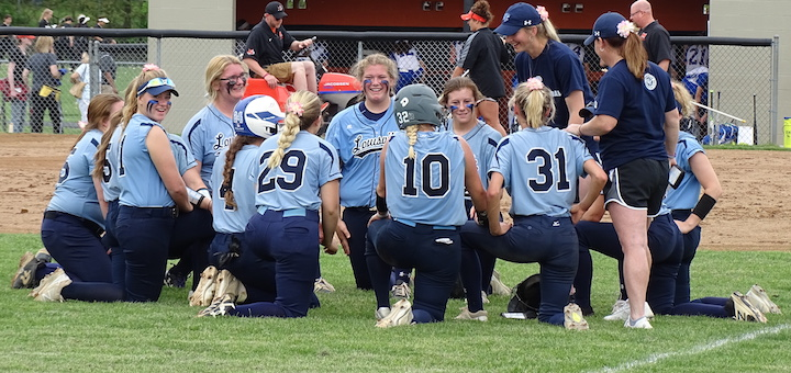 Louisville Leopards Softball 2018 After District Semifinal Win Over Lake Blue Streaks