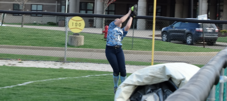 Savannah Miner Louisville Leopards Softball Catch Vs. Barberton Magics